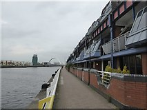 NS5764 : Apartments on the north bank of the Clyde by David Smith