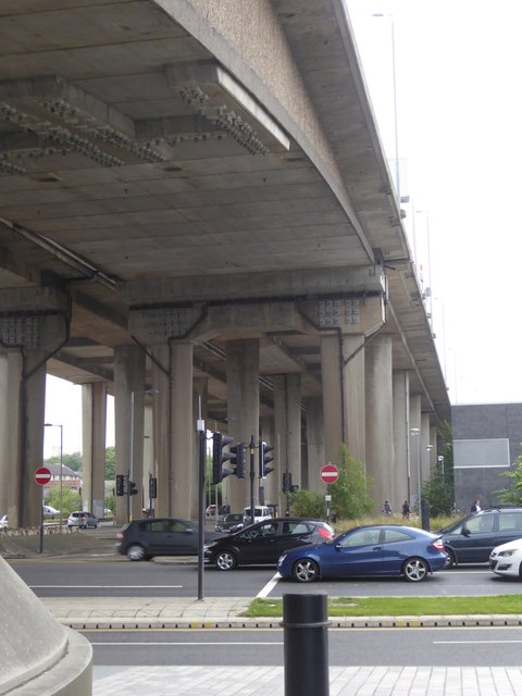Support for approach to Kingston Bridge