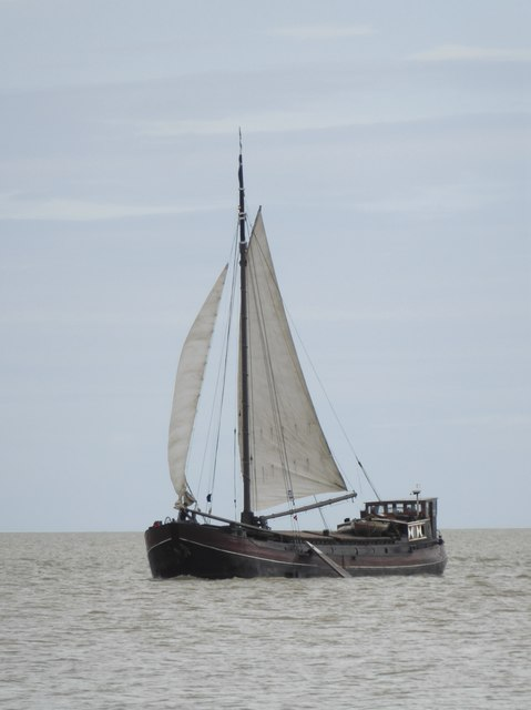 Dutch sailing-barge 'Twee Gezusters' off Shellness (2)