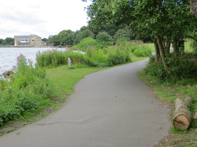 Footpath beside Yeadon Tarn in Tarnfield Park