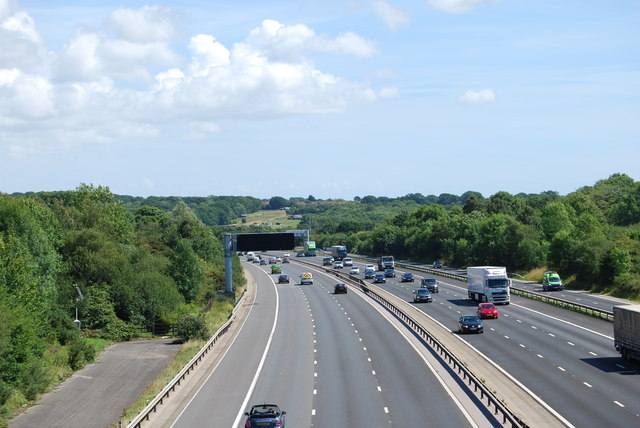 M27 looking eastwards from Whiteley Lane in 2017 - zoom shot