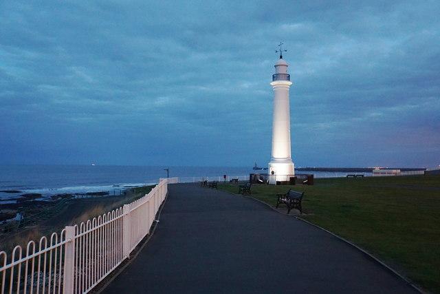 Seaburn Lighthouse at dusk