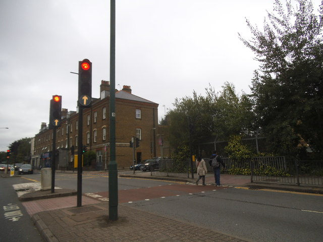 Neasden Lane crossing the River Brent