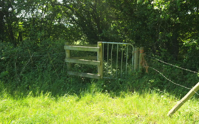 Gate on path south of Hull's Coppice