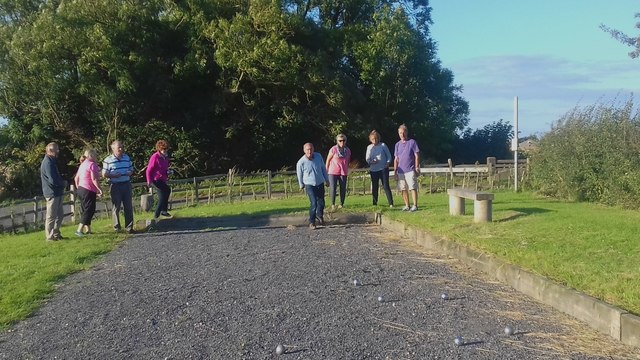 Boules session alongside the Louth Navigation at Ticklepenny Lock