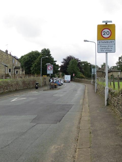 Sun Lane entering Stanbury at its eastern end