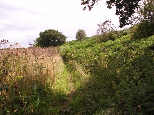Boudica's Way skirting the Caistor chalk pit