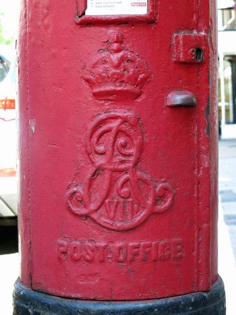 Edward VII postbox, High Street - royal cipher