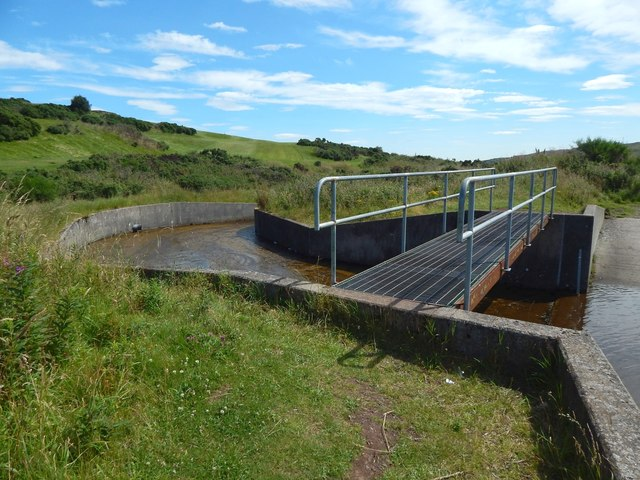 Whinhill Reservoir: footbridge over outflow
