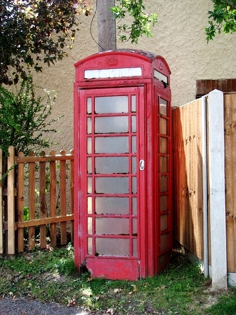 Disused K6 telephone box in Pond Lane