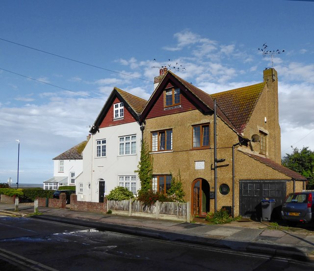 Houses with Arts & Crafts detailing, St Swithin's Road, Tankerton
