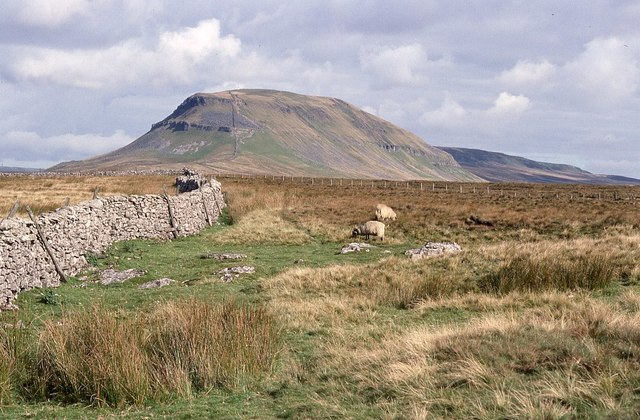 Approaching Pen-y-ghent