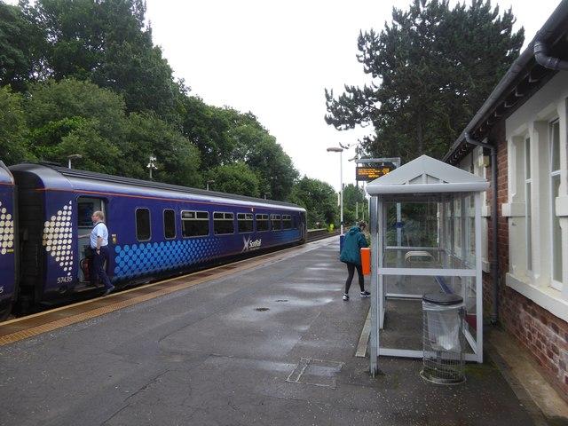 Train and platform at Pollokshaws West station