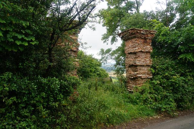 Gateposts above Tilbury Park