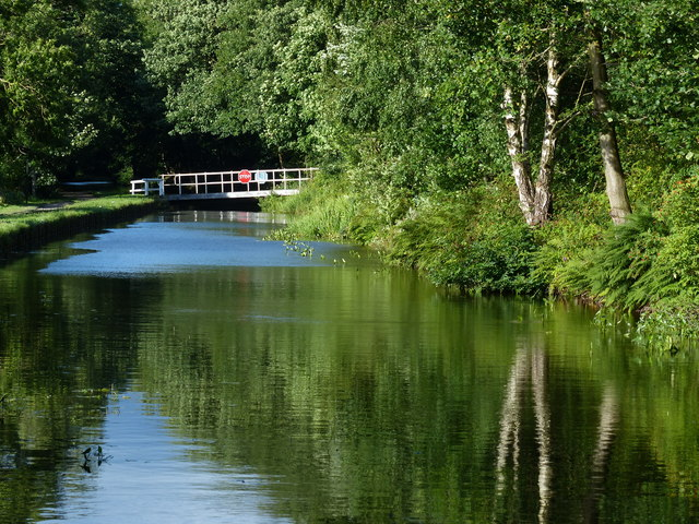 Leeds and Liverpool Canal at Thackley End