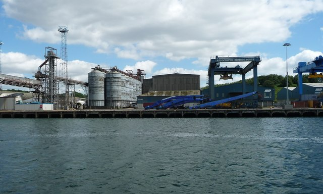 Grain silos and travelling crane, Cliff Quay