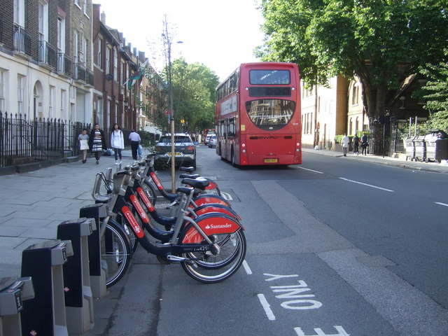 Hire bikes and bus on Gray's Inn Road, London