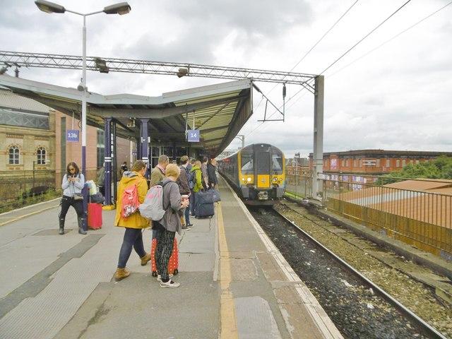 Manchester Piccadilly, Platform 14