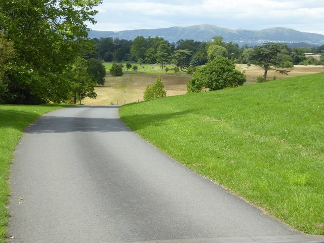 Private road in Croome Park