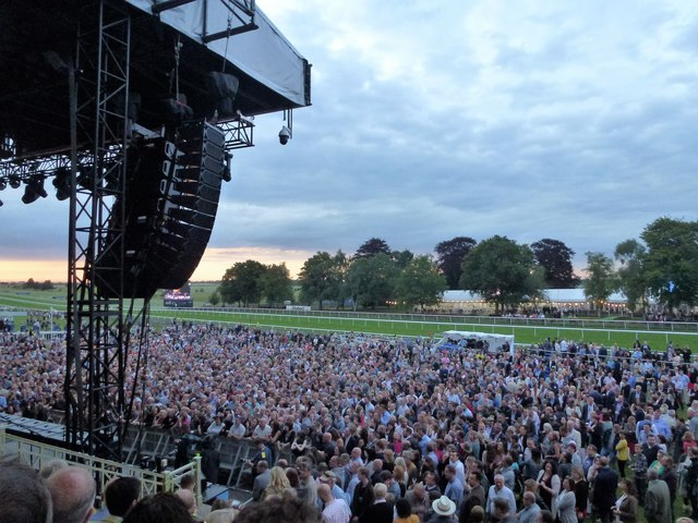 Newmarket Nights 2017 - Waiting for James