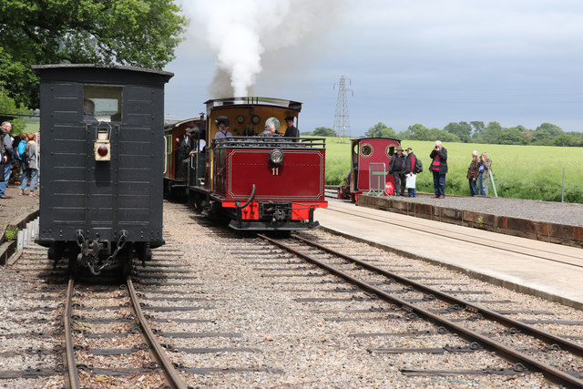 Statfold Barn Railway - non-stop on the middle line