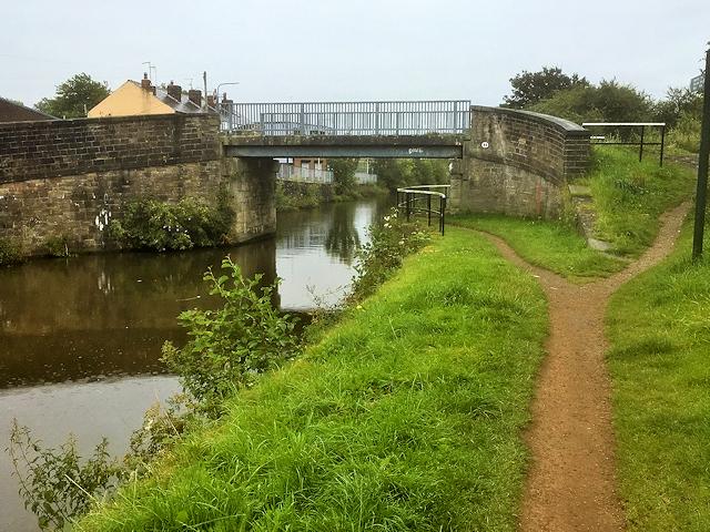 Leeds and Liverpool Canal, Martland Mill Bridge
