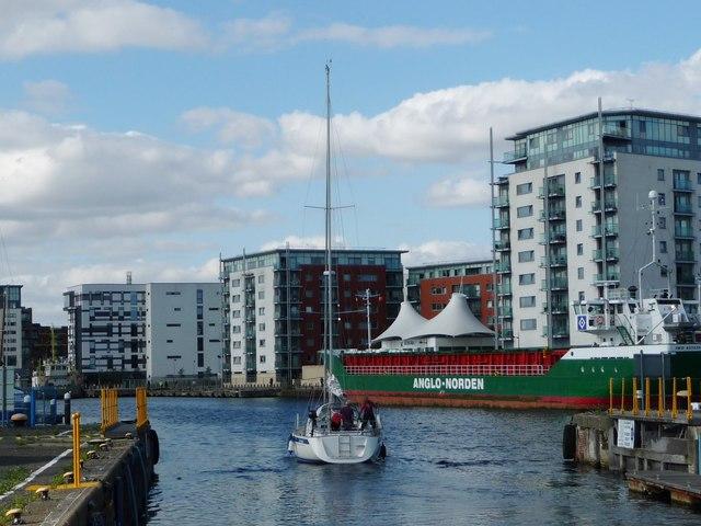 Yacht entering Ipswich's floating harbour [wet dock]