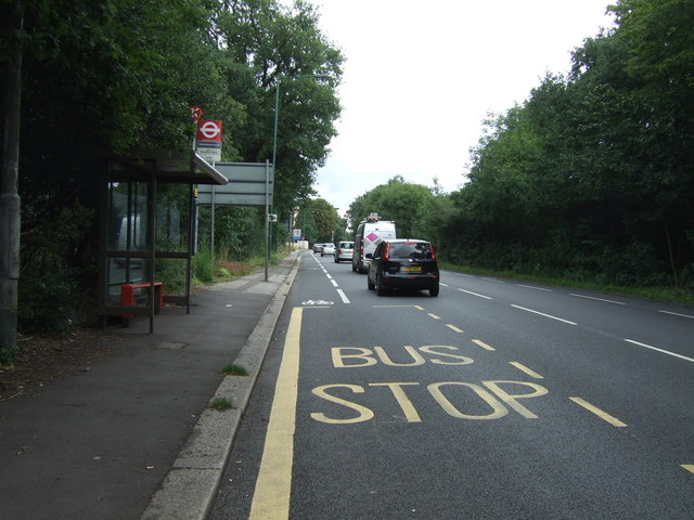 Bus stop and shelter on Woodford New Road (A104)