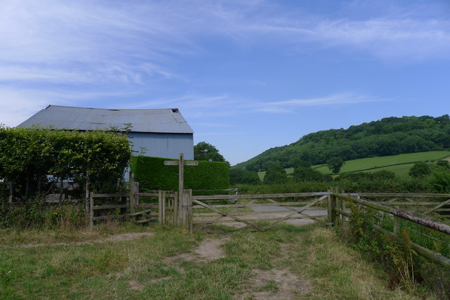 On a minor footpath, rejoining the Cotswold Way