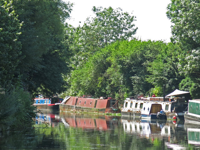 The Grand Union Canal north of Riverside Way