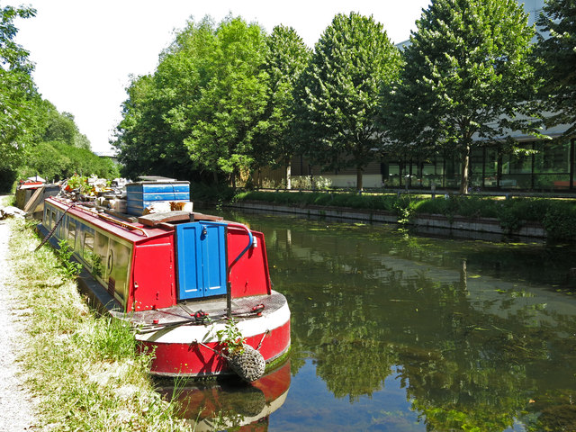 The Grand Union Canal north of Riverside Way (3)