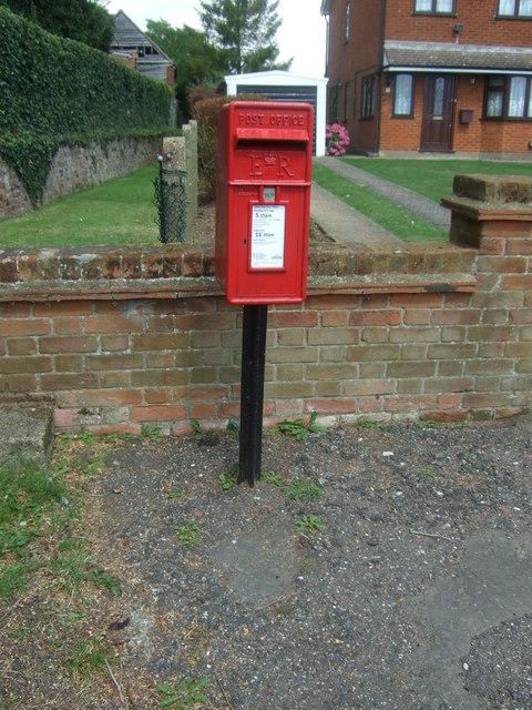 Elizabeth II postbox on Upland Road, Epping Upland
