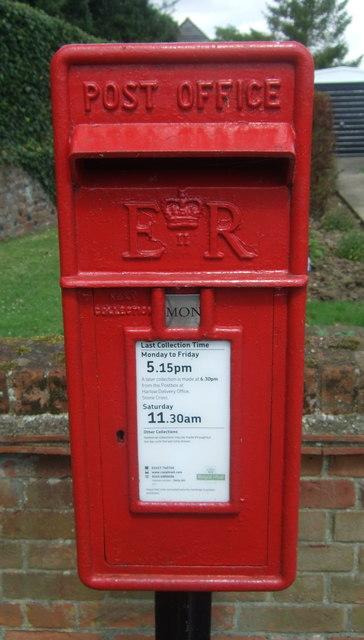 Close up, Elizabeth II postbox on Upland Road, Epping Upland