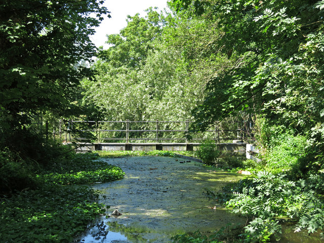 Link between the River Colne and the Grand Union Canal south of Riverside Way
