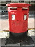 TQ3282 : Double aperture Elizabeth II postbox on Old Street, London EC1 by JThomas
