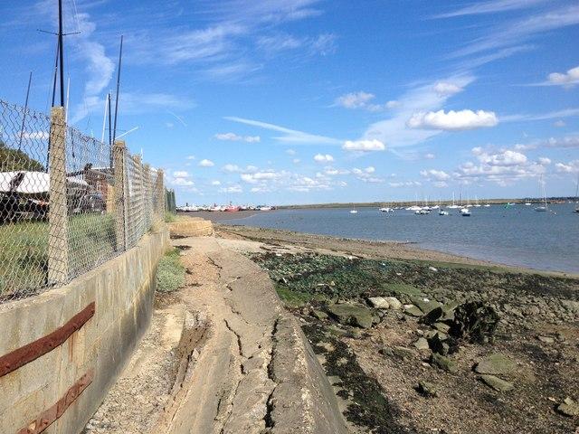Saxon Shore Way along the River Medway