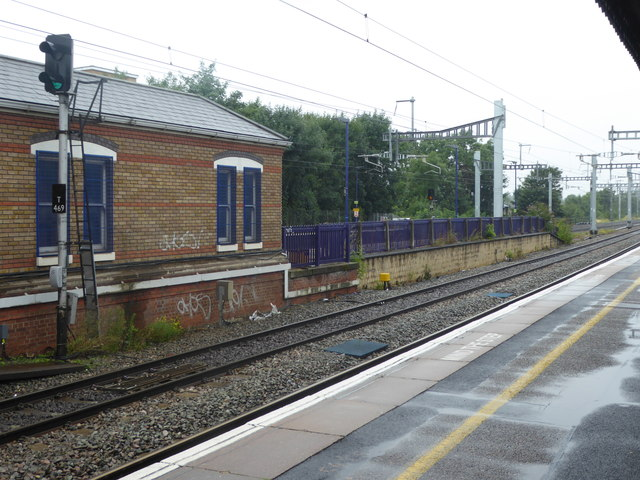 The fast lines at West Drayton station