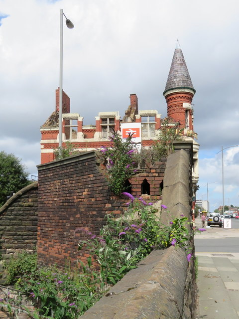 Derelict Public Convenience and 'The Royal'
