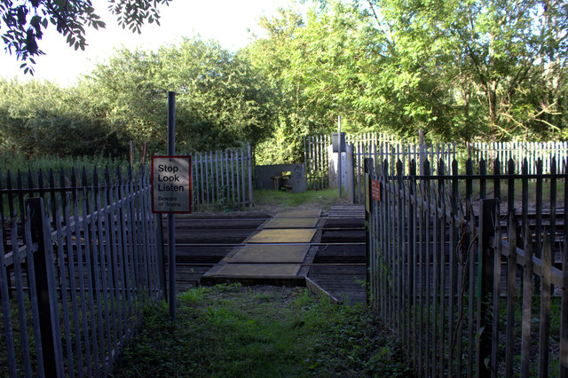 Level crossing on the Wraysbury to Horton path