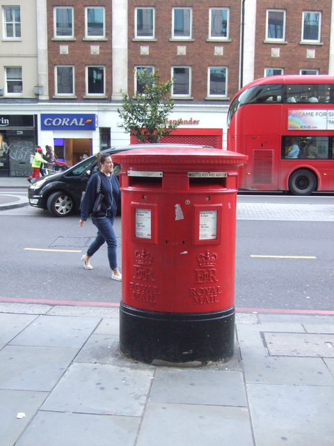 Double aperture Elizabeth II postbox on Bishopsgate, London E10