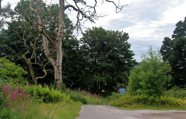 Road end at Lammington Court