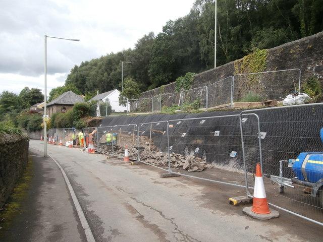 Ynysangharad Rd, Pontypridd: repairing a retaining wall below the A4054