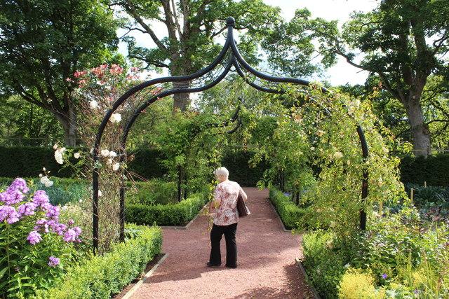 Arch, Queen Elizabeth Walled Garden