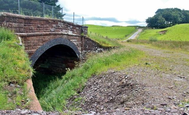 Railway bridge below Cairnsaigh Hill