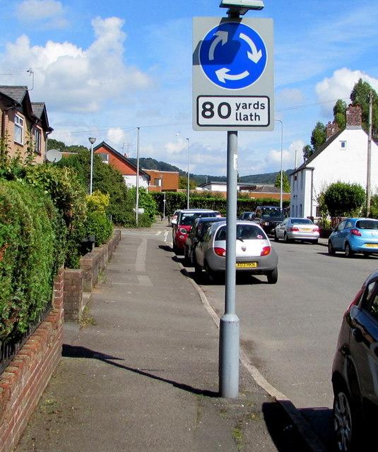 Mini-roundabout 80 yards/llath, Heol Don, Whitchurch, Cardiff