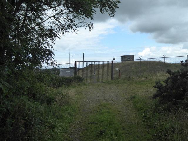 Entrance to a small covered reservoir near Racecourse Farm