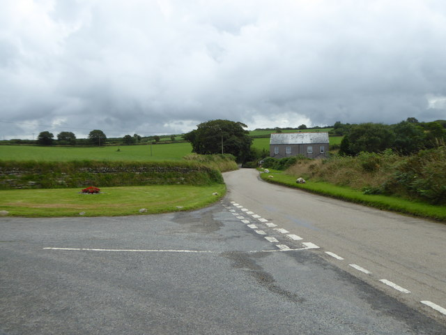 Road junction near Broad's Cottages