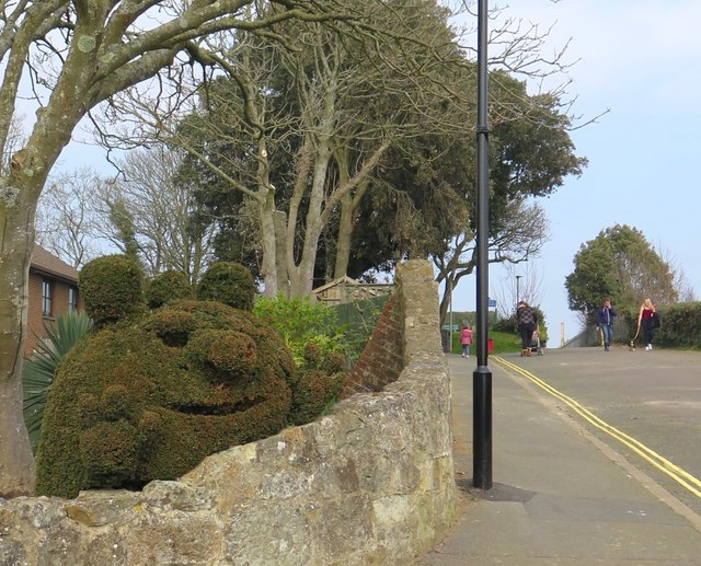 Entertaining topiary, Cliff Road, Lake