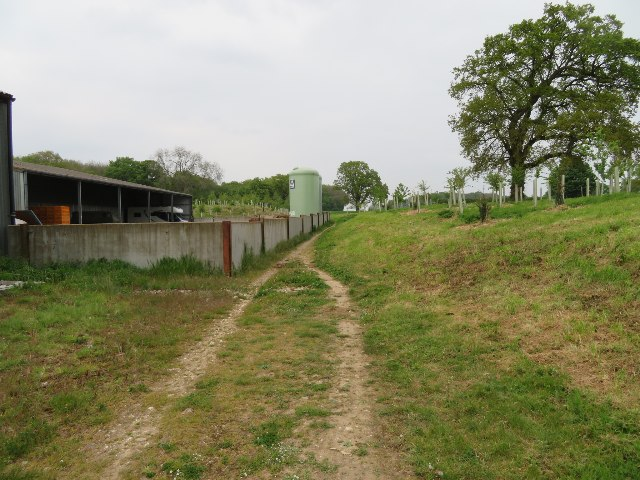 Footpath passing Southwood Farm