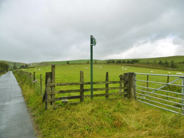 Llanarmon Dyffryn Ceiriog, signpost & stile